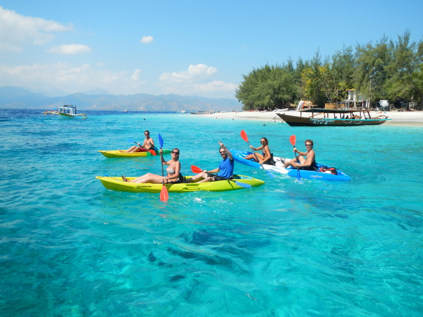 things-to-do-gili-trawangan-villas-edenia-resort-boutique-hotel-canoeing